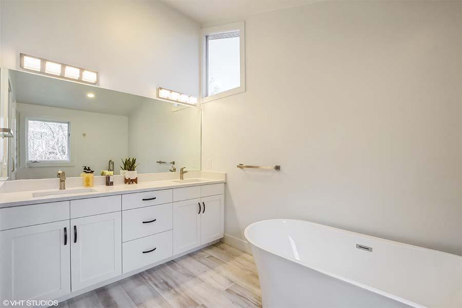 Tolcate Bathroom